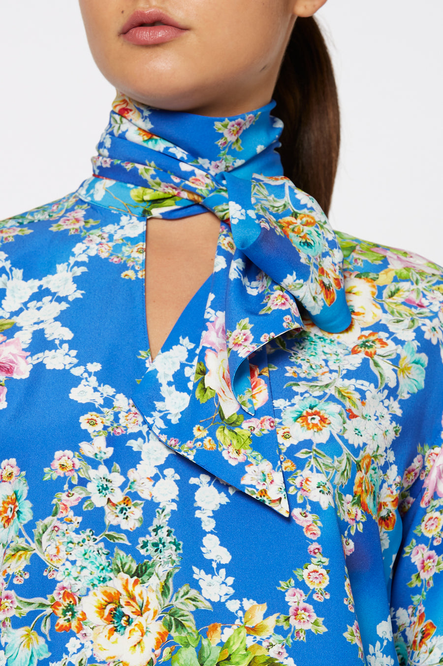 Silk Bouquet Blouse, regular fit, long sleeves, Tie cravat neck a v-neckline, Color Blue floral
