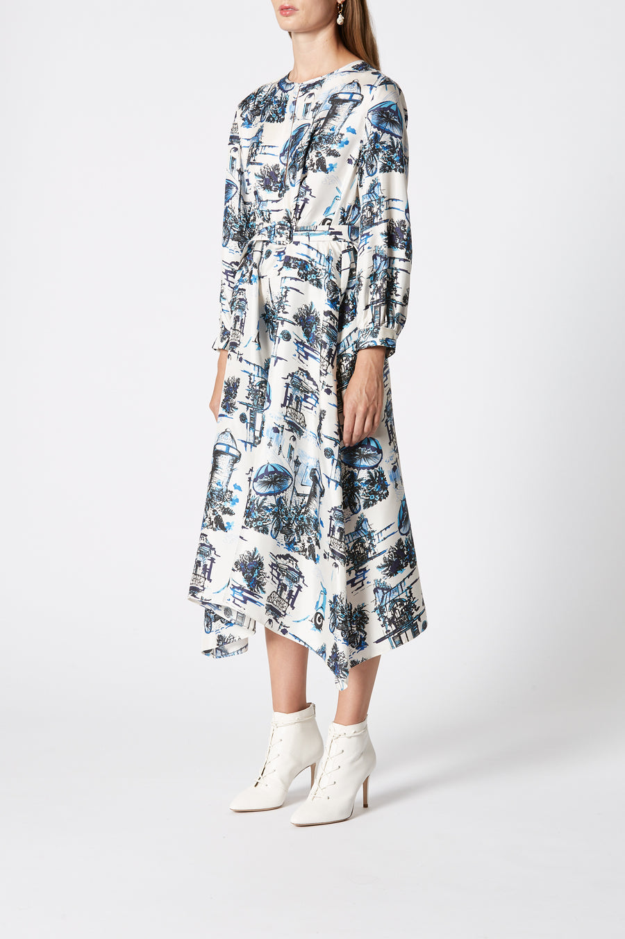 Silk Souvenir Print Dress, regular fit, v-neckline, concealed button fastening on the front, long sleeves, a belt allowing the dress to be cinched in at the waist and inseam pockets, Color Blue