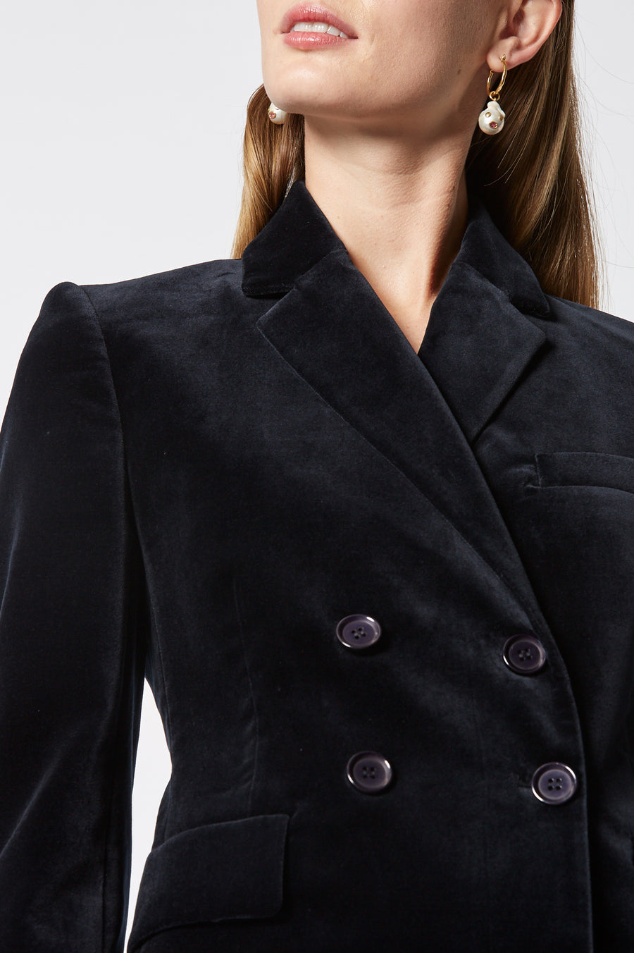 Velvet Jacket, slim fit, padded shoulders, double breasted lapels, side flap pocket, slightly nipped-in waist, color navy