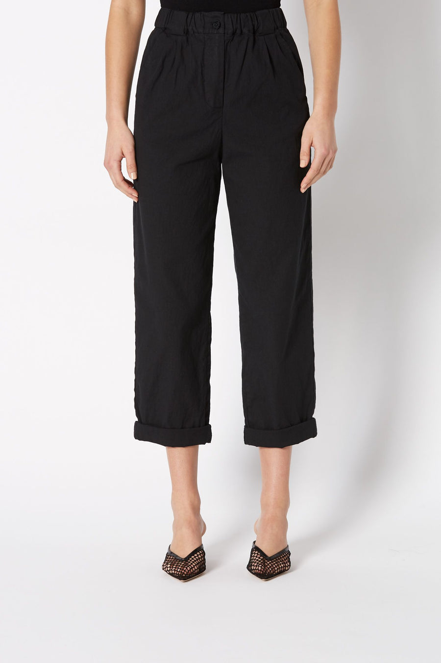 Italian fabric with a hint of comfort stretch will keep you cool and comfy in these trousers, in any situation.