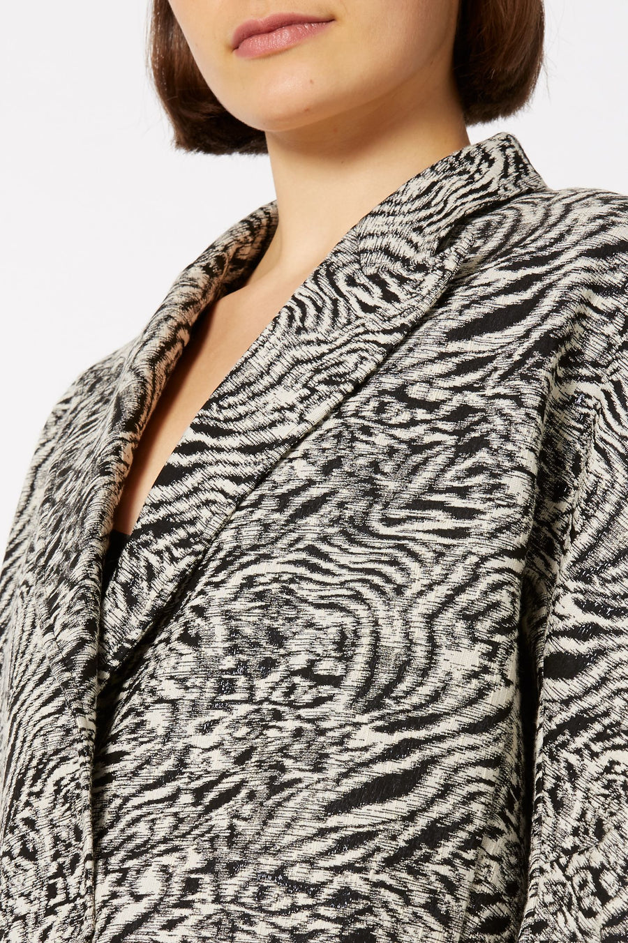 tiger weave jacket, peaked label, pointed collar, box shape, flap pocket detail, Color Taupe