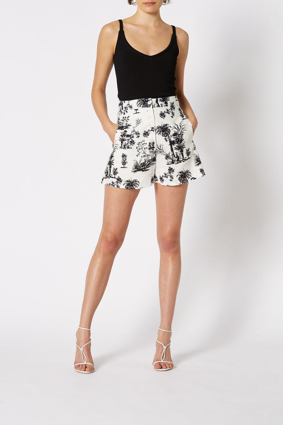 Chinoiserie Linen Short White, Loose Leg fit, High-Waist, Side Pockets, Front Button Closure
