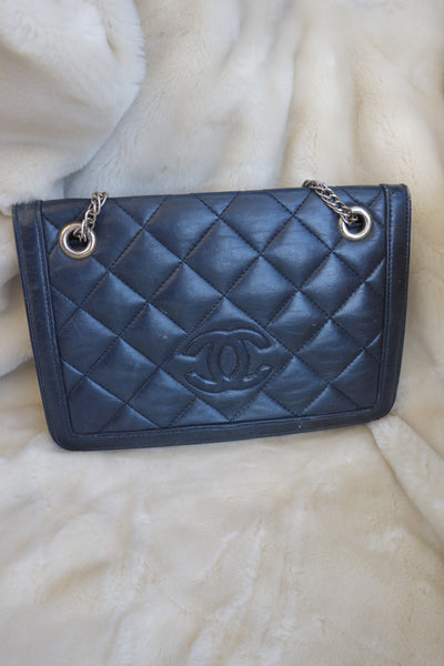VINTAGE CHANEL LOGO PATENT WALLET BAG - MIISHKA Vintage Clothing