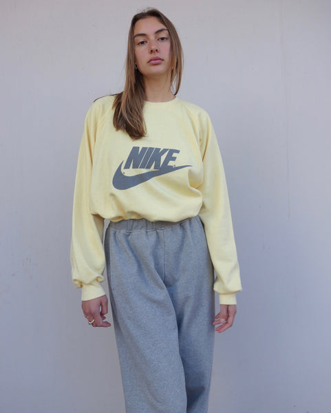VINTAGE NIKE SWEATER - MIISHKA Vintage Clothing