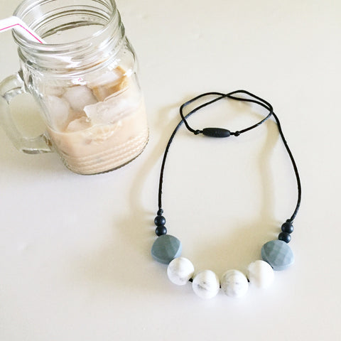 The Mama Tribe Designs Teething necklace nursing necklace for mom marble gray black beads chewable food-grade silicone beads breastfeeding new mom gift baby shower gift teething baby with breakaway clasp