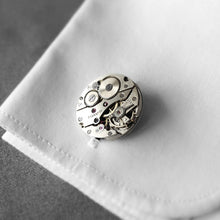 Roderick Vere - Cufflinks - Mr Darcy - Round Silver on cuff
