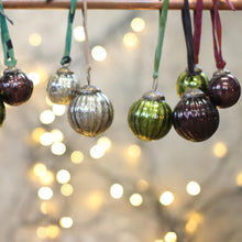 nkuku christmas decoration Zia Baubles - Green Wine and Silver
