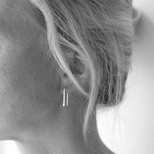 silver hammered arch earrings model