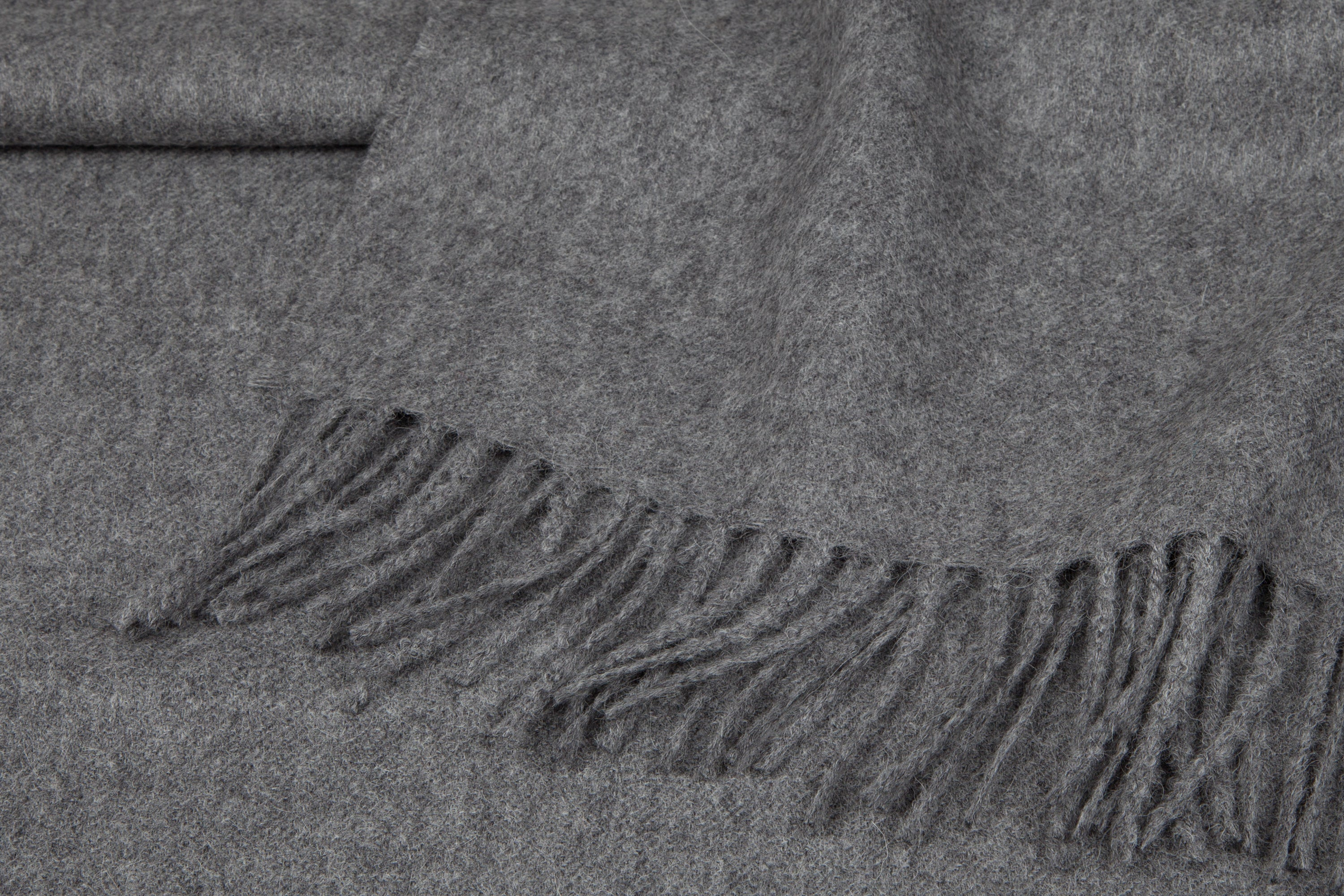 Detail fringe medium grey Alpaca blanket