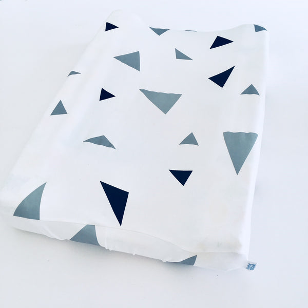 Change mat cover - White with black & grey triangles