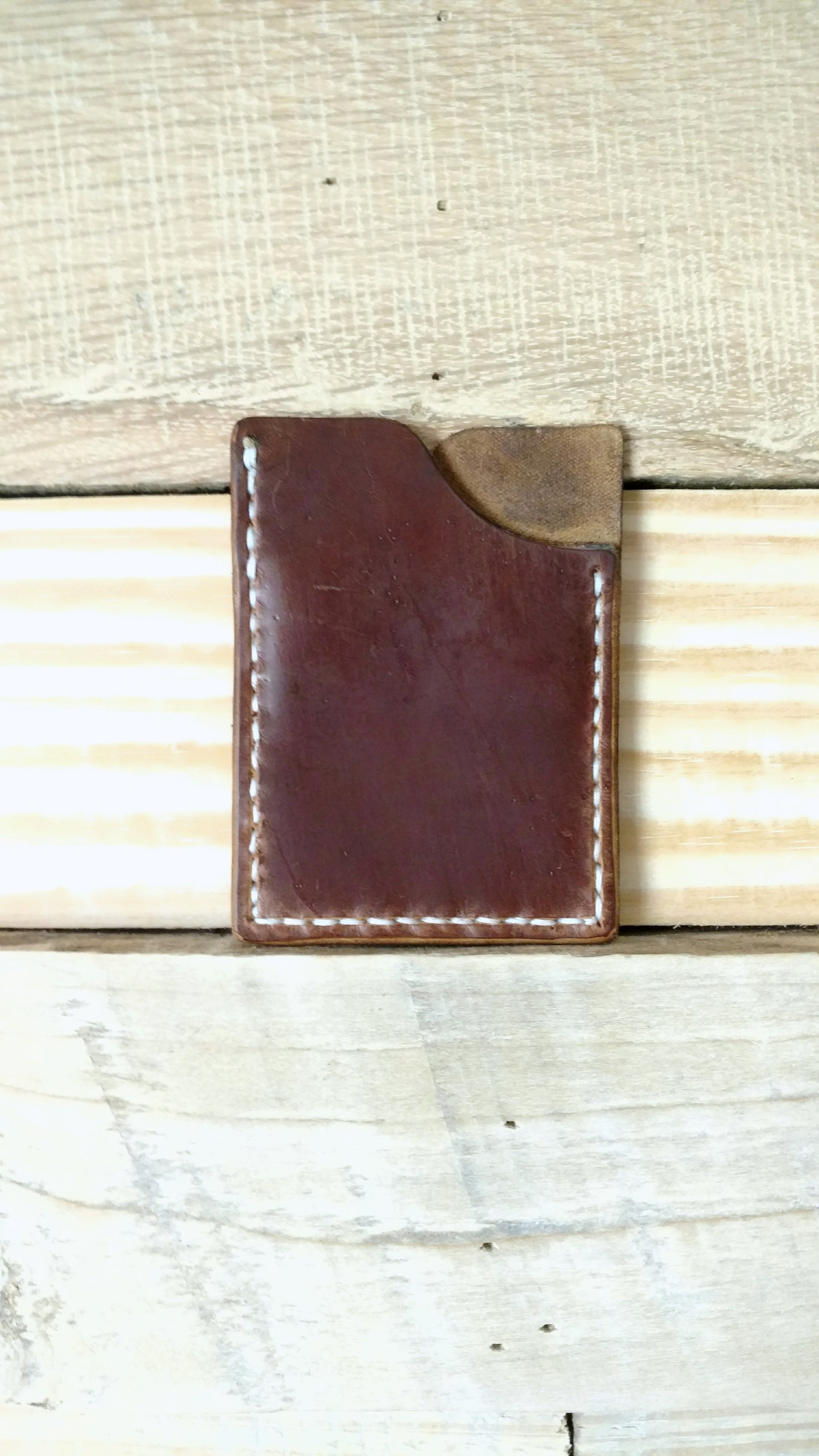Vertical Card Holder - Bowie Pullup