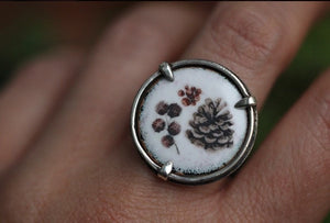 Enameled pinecone medallion ring US size 7