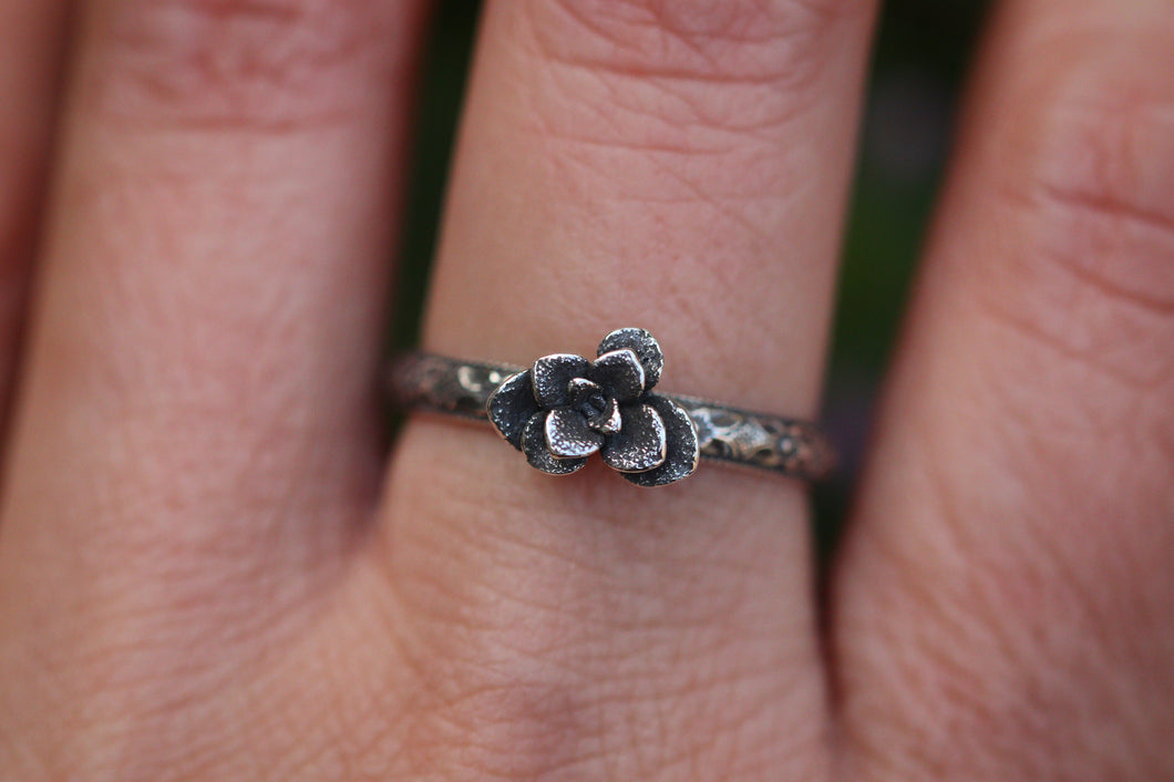 Victorian style succulent ring US 8