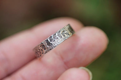 Personalized textured leafy vine ring made to order