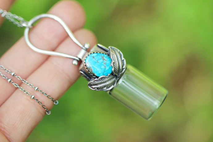 Rollerball necklace - Leaf turquoise rollerball pinned bail necklace