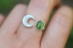 Adjustable moon mother of pearl and green tourmaline floral ring