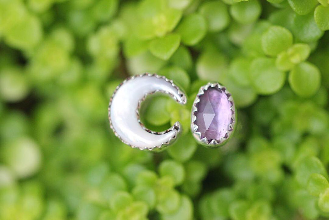 Adjustable moon mother of pearl and amethyst floral ring