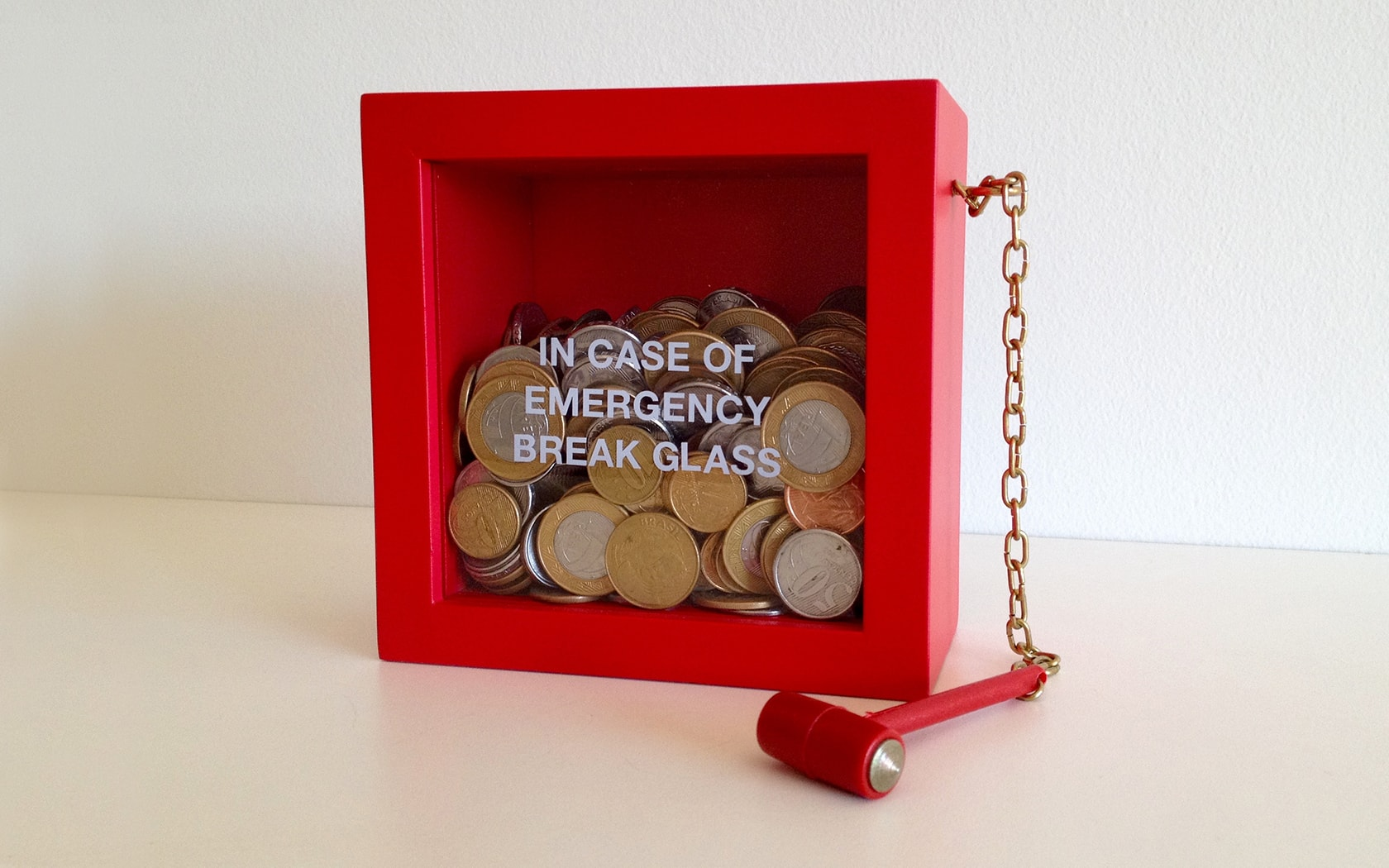 Cofrinho - In Case of Emergency