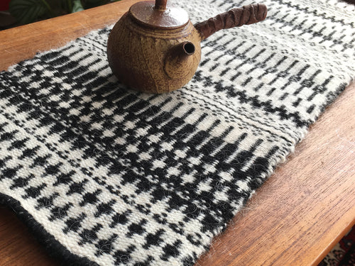 Monochrome krokbragd black and white wool chabu table runner