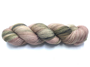 FLOWERING DOGWOOD SOCK/FINGERING