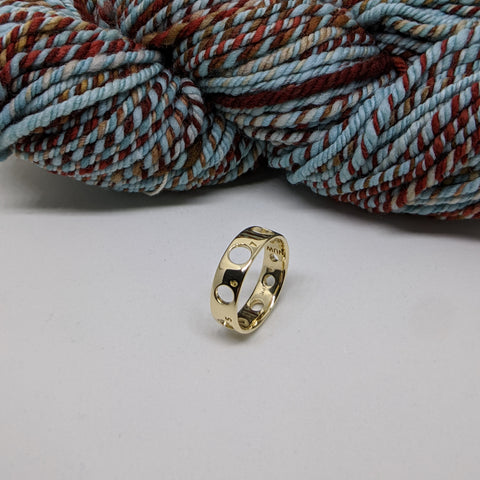 18K Gold ring with handspun yarn in the background