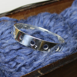 Knitting needle gauge bangle