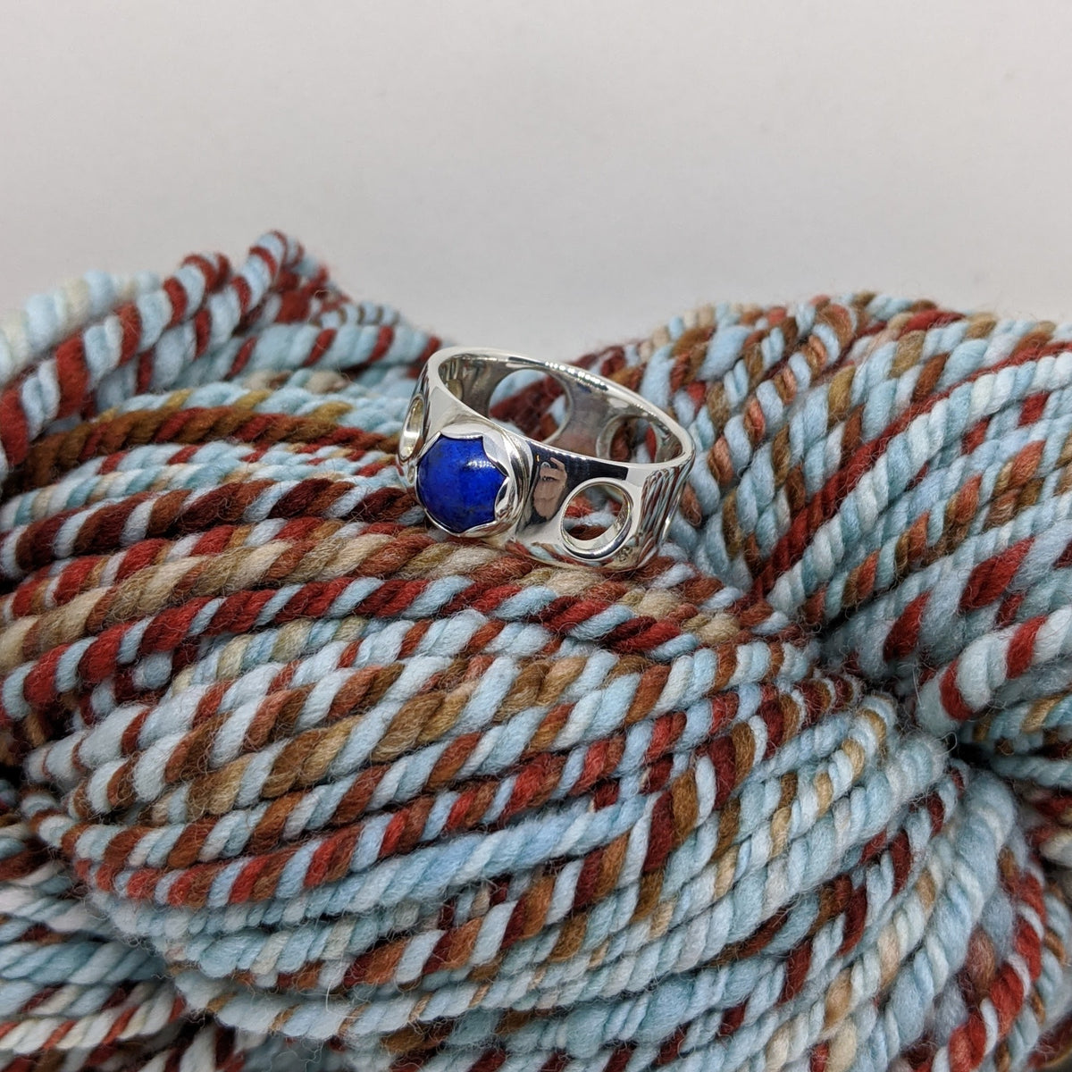 worsted weight ring set with lapis lazuli