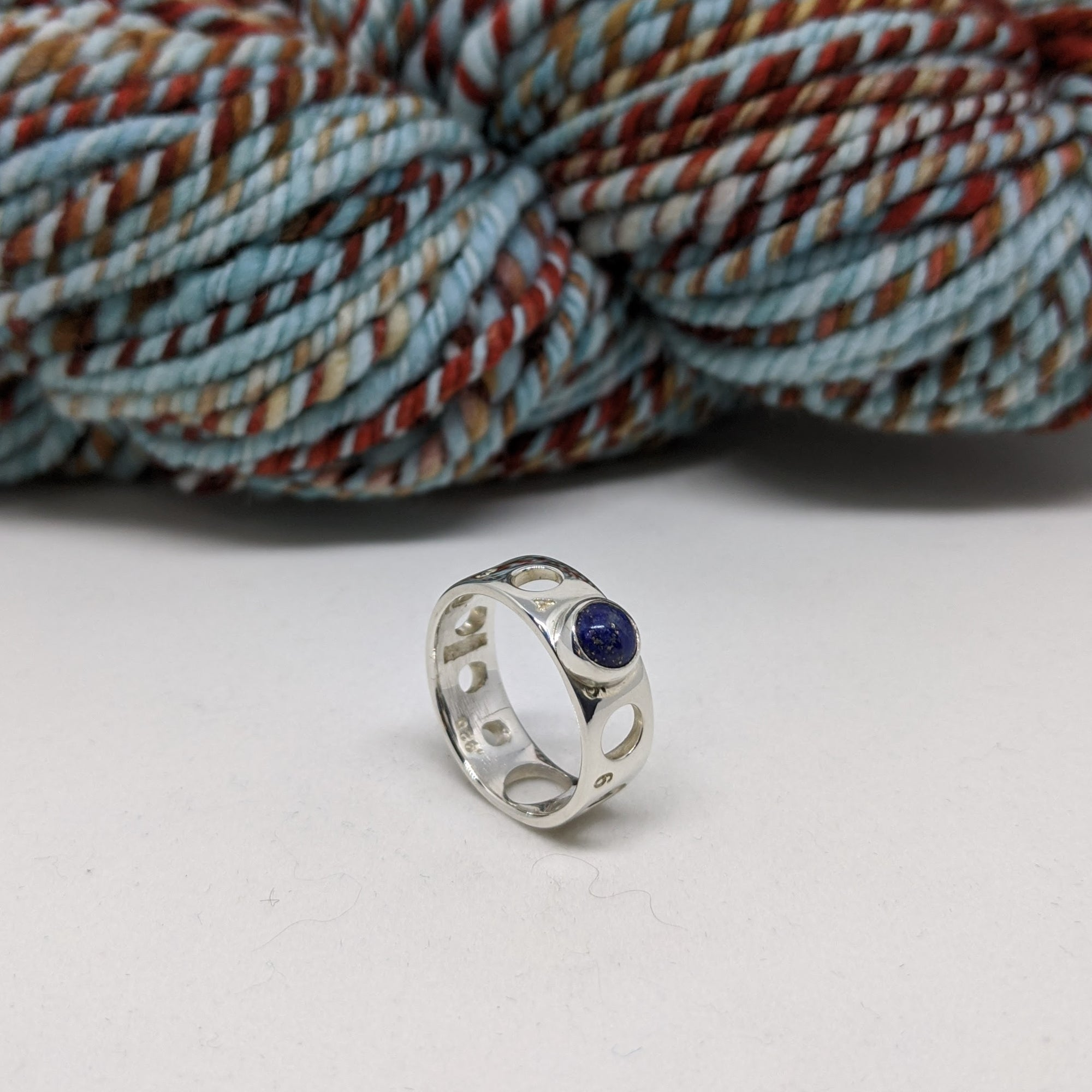 Knitting needle gauge ring set with lapis lazuli cabochon