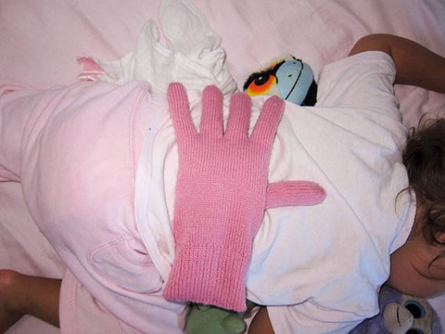 08-put-a-bean-filled-glove-on-your-baby039s-back-when-you-want-your-kids-to-feel-loved-but-you039re-too-tired