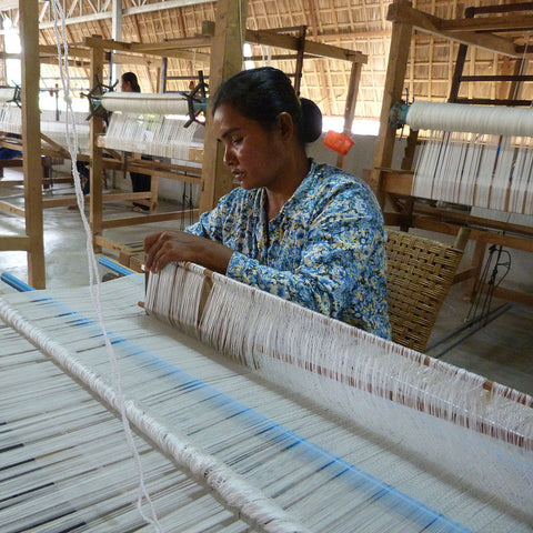 Hand Weaving Silk Artisan