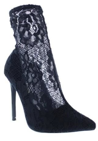 Giselle Black Lace Bootie 5.5 Shoes