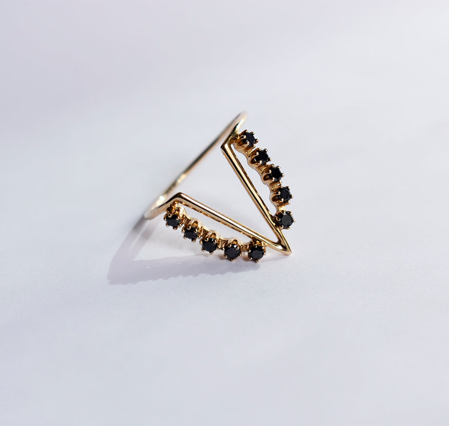 Her Majesty Black Diamonds Gold Ring
