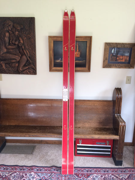 "The Innsbruck (red) ""ROCKET"" snow ski is from the late 1950's. - LongSkisTruck"