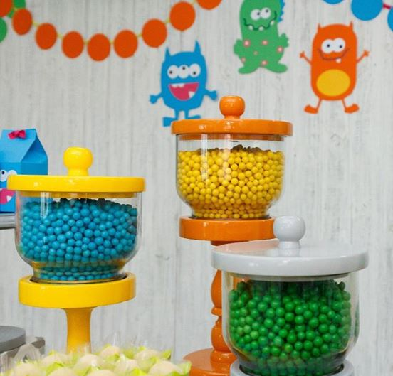 Monsters party decorations- Monsters party idea-Monsters birthday-Monsters party foods-Prty Inspirations-Mosters candy bar-Monsters bubble gum-Fiesta tematica monstruos-pinata monstruos-www.thepartyproject.us