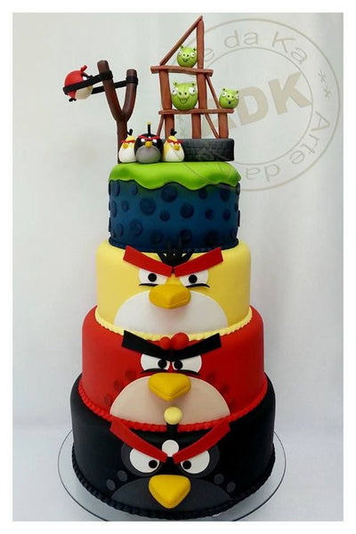 Red, Bomb and Chuck in an awesomeAngry Birds cake.