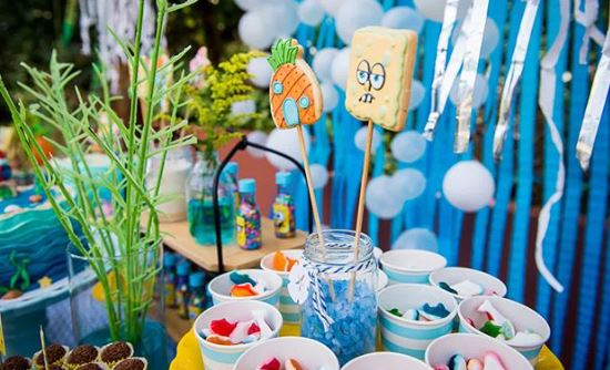 Sponge Bob Candy bar- Treats- Cookies- sponge bob cookies-treats- sponge Bob dessert table-party foodss- Birthday- Party inspiration-sponge bob center pieces-www.thepartyproject.us