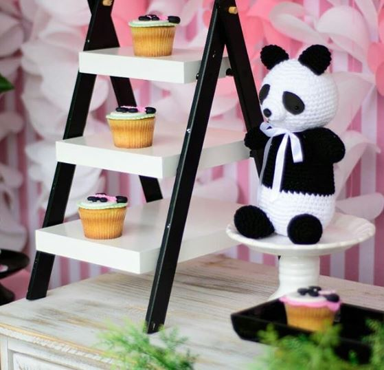 Panda birthday party-Girl Panda birthday-panda cupcakes-Panda party foods-Panda party inspirations-www.thepartyproject.us