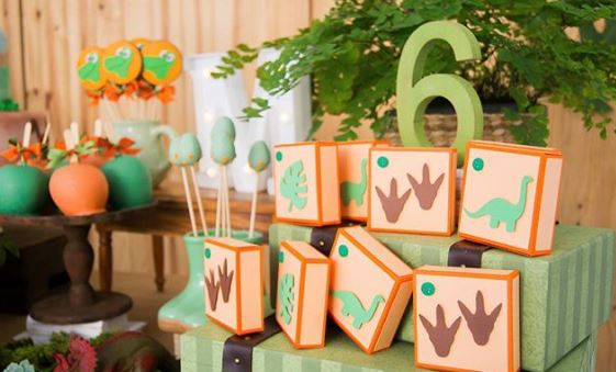 The good Dinosaur party idea- Dino birthday- Dinosaur favor Boxes- Dinosaur treat bags-Dino Party ideas- Dinosaur Candy Bar- Dino decorations- Dino party foods-eee.thepartyproject.us