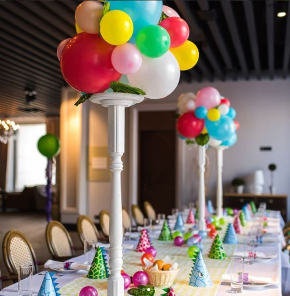 Dino birthday party ideas- Dinosaur birthday party - T-rex party- Jurassic birthday inspirations- Fiesta Dinosaurio- Dino center pieces- Dino Balloons decorations- Dino dessert table-  Dino party inspirations- by the party project.