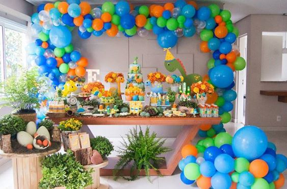 Dinosaur themed party ideas-Jurassic themed birthday party-Jurassic park party-Dinosaur party inspirations-Baby dinosaurs party-www.thepartyproject.us