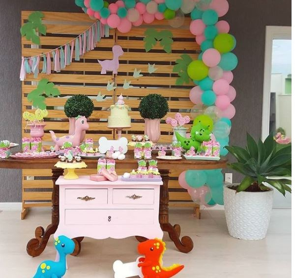 Girl Dinosaur Party Ideas- Festa dinossauro menina- Fiesta dino- Pink Dinosaur birthday- www.thepartyproject.us