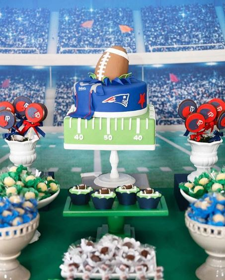 Football themed cake | Super bowl party ideas | Birthday candy bar inspirations by www.thepartyproject.us