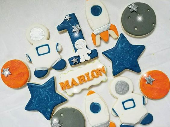 Astronaut cookies | Space party ideas by The Party Project