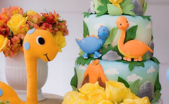 Dinosaur cake-Dinosaur party decorations-Dinosaur dessert table idea-Party inspirations-Birthday party-Rawr-Cute dinosaur party ideas-by the party project