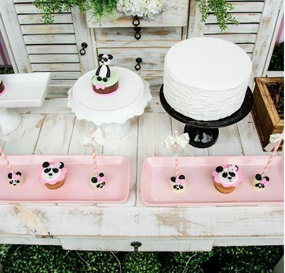 Panda birthday party-Panda babay shower idea- Panda dessert table ideas-Panda candy bar-Panda cake-Panda cupcake-panda mini cake-Panda party inspirations-Panda party foods-by the party project