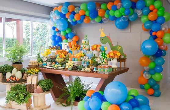 Dinosaur themed party ideas-Birthday party-Jurassic birthday-Jurassic park party inspirations-Cute dinosaur party decorations-by the party project