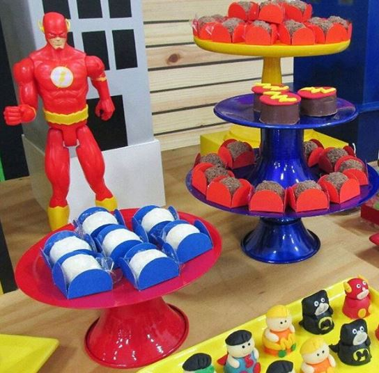 Justice League party idea-Justice League birthday-Justice League treat holdeers-Justice League cake pops-Justice League mini cake- Justice League party inspirations-www.theparty project.us