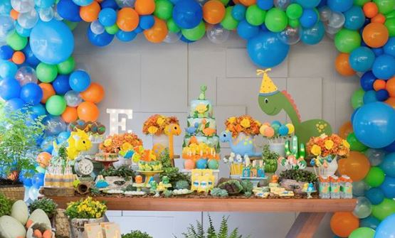 Dinosaur dessert table ideas-Baby dinosaurs party-Dinosaur themed party ideas-Jurassic park party inspirations-www.thepartyproject.us