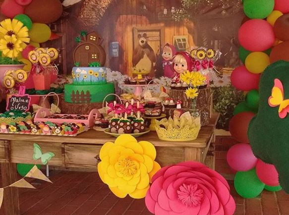 Masha and the Bear party ideas- Masha and the Bear birthday party- Masha and the Bear party inspirations-Fiesta Masha y el oso- Masha and the Bear dessert table- Masha and the Bear candy bar- Masha and the Bear party foods-www.thepartyproject.us