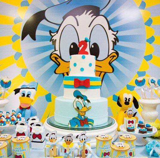 Disney birthday party-Donald Duck birthday- Disney party ideas-Donald Duck Candy bar-Donald Duck dessert table ideas-Donald Duck cake-Donald Duck cackepops-Disney foods-www.thepartyproject.us
